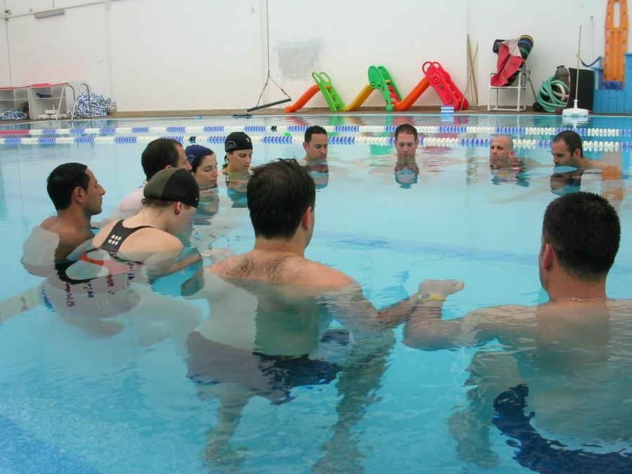 אירוע גיבוש לחברה בבריכה